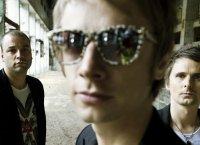 Muse en studio : guitare slide et appel militaire